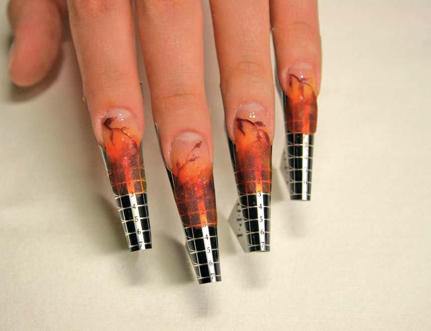 Наращивание ногтей формами