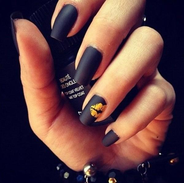 Гель лак черный на ногтях фото